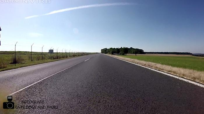 Links das Gelände des Flughafen Hahn