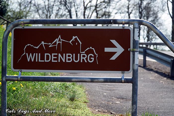 Hinweisschild Wildenburg (aus der anderen Richtung gesehen)