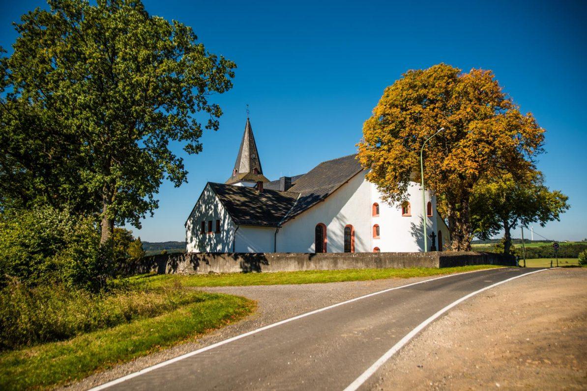 Kirche Hilgerath bei Sarmersbach, Foto Ⓒ Thomas Hendele Fotografie, www.thomashendele.de