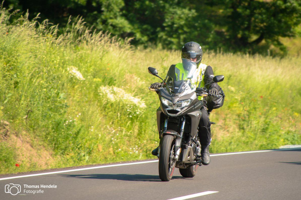 Motorradtour durch die Eifel (Foto © Thomas Hendele Fotografie, www.thomashendele.de)