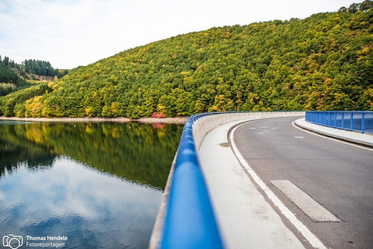 Am Stausee entlang, Foto Ⓒ Thomas Hendele Fotografie, www.thomashendele.de
